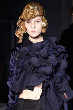 Twisted 3D Textures - experimental fabric manipulation for fashion design; sculptural surface creation // Comme des Garcons