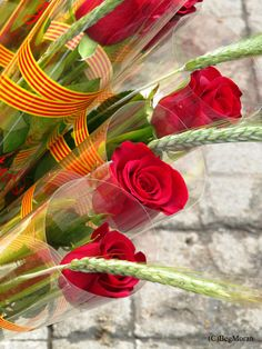 If you're in Barcelona in April, you're in luck, because you can enjoy Sant Jordi, the holiday that commemorates the legend of Knight and Princess