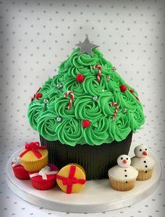 swirl christmas tree cupcake