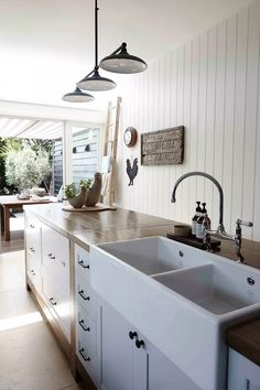 Exceptional Kitchen Remodeling Choosing a New Kitchen Sink Ideas. Marvelous Kitchen Remodeling Choosing a New Kitchen Sink Ideas. Ceramic Kitchen Sinks, Best Kitchen Sinks, New Kitchen, Cool Kitchens, Kitchen Dining, Country Kitchens, White Kitchens, Farm Kitchen Ideas, French Kitchen Decor