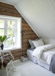 48 Elegant Small Attic Bedroom For Your Home. It's not always easy to decorate the attic bedroom so you are going to need a plan before you begin. Small Loft Bedroom, Attic Bedroom Designs, Attic Design, Attic Bedrooms, Extra Bedroom, Slanted Ceiling Bedroom, Interior Design, Attic Bedroom Ideas For Teens, Attic Bedroom Closets