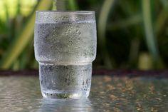 Começar o dia com um copo de água com infusão de limão virou quase um ritual religioso para muita gente que pretende perder peso. Mas pouca gente sabe que outras bebidas simples e bem comuns no nosso dia a dia, aliadas a um estilo de vida saudável, também podem realmente dar um impulso aos seus esforços de perda