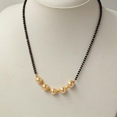 Gorgeous Handcrafted Pearl I Mangalsutra Gold Mangalsutra Designs, Gold Earrings Designs, Gold Jewellery Design, Bead Jewellery, Necklace Designs, Beaded Jewelry, Gold Designs, India Jewelry, Gold Jewelry Simple