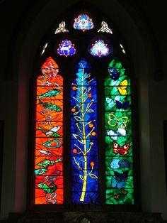 St Bartholomew's Church, The Williamson Window, 1970, Designed by John Piper, Interpretation in glass by Patrick Reyntiens