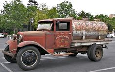 Hot Rod Trucks, Cool Trucks, Big Trucks, Chevy Pickup Trucks, Chevy Pickups, Antique Trucks, Vintage Trucks, Weather Models, Old Gas Stations