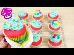Regenbogen Cupcakes backen | bunte Cupcakes wunderschön & super lecker | M&Ms & Nerds | Birthday - YouTube