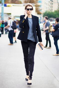 Blazer, simple t-shirt, and pumps