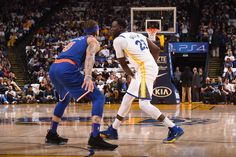 OAKLAND, CA - JANUARY 23: Draymond Green #23 of the Golden State Warriors handles the ball against the New York Knicks on January 23, 2018 at ORACLE Arena in Oakland, California. (Noah Graham/NBAE via Getty Images)