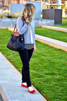 Louella Reese: Laid Back in Stripes J. Red Flats Outfit, New Yorker Mode, Casual Outfits, Cute Outfits, Preppy Look, Stripes Fashion, Cloth Bags, New York Fashion, Fashion Handbags