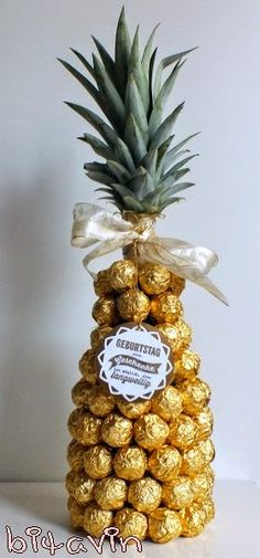 Wrap champagne bottle with Ferroro Rocher chocolates to make it look like a pineapple New Years Decorations, Wedding Decorations, Engagement Decorations, Chocolate Pack, Trousseau Packing, Bengali Wedding, Marriage Decoration, Wedding Plates, Wedding Gift Wrapping