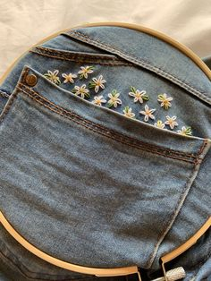 25 +> Handmade daisy embroidery on my jeans Margaritas Bordadas ., Handmade daisy embroidery on my jeans Margaritas Bordadas jeans . Hand Embroidery Stitches, Embroidery Art, Cross Stitch Embroidery, Embroidery Patterns, Hand Stitching, Simple Embroidery, Flower Embroidery, Knitting Stitches, Embroidery On Clothes
