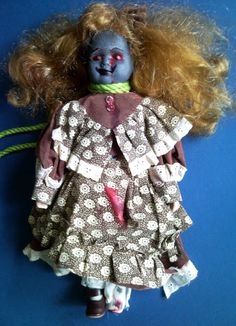 #DIY #Halloween Zombie dolls! There are always plenty of ceramic dolls at the thrift store. The more beat-up the better.