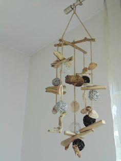 Mobile - Suspension - déco en bois flotté, coquillages et boules rotin : Décorations murales par un-jour-de-pluie72