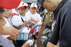 Ichiro and Japan Little Leaguers...very cool