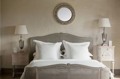 Home staging doesn't have to be expensive or take a lot of time. Home staging create a welcome atmosphere and each room looks appealing. Try these tips to stage your own home. Rooms To Go Bedroom, Small Master Bedroom, Bedroom Sets, Bedroom Colors, Home Bedroom, Modern Bedroom, Bedroom Decor, Small Bedrooms, Bedroom Lighting