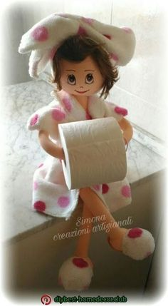 Discover thousands of images about Lo Scricciolo rosa: Le mie bambole porta carta igienica Diy Toilet Paper Holder, Toilet Paper Roll Crafts, Paper Holders, Bathroom Ornaments, Bathroom Crafts, Sewing Crafts, Diy Crafts, Sewing Dolls, Cool Diy Projects