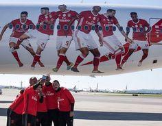 """12.1 m Gostos, 31 Comentários - Luisão (@luisao4oficial) no Instagram: """"Fly Emirates ✔️✈️ #benfica"""""""