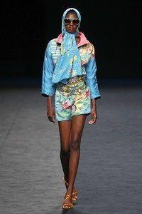 María Escoté Madrid Frühjahr/Sommer 2020 - Fashion Shows Spring Fashion Casual, Spring Fashion Trends, Autumn Fashion, 2020 Fashion Trends, 50 Fashion, Fashion Show, Fashion Styles, Vogue Paris, Vogue India