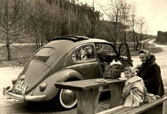 Picnic with a Bug Vintage Photographs, Vintage Photos, Volkswagen Type 3, Vw Vintage, Vw Cars, Porsche 356, Find Picture, Vw Beetles, Old Photos