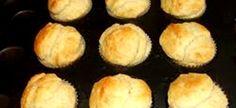 Super-vinnige skons Dit is nie die stewige skons wat ons gewoonlik by koffiewinkels kry nie, maar & lekker ligte skon. Geen uitrol of . Muffin Pan Recipes, Bread Recipes, Cooking Recipes, Kos, Quiche Muffins, Cold Lunches, South African Recipes, Our Daily Bread, Savory Snacks