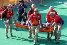 Rio 2016 - blessée en finale de l'épreuve féminine de BMX la Française Manon Valentino a ete evacuée sur civière aux jeux de Rio le 19 août 2016  (1520×1035)