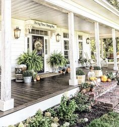 A front porch ideas pictures on a house is welcoming and functional. For gorgeous front porch ideas to brighten your home, have a look at our selection of suggestions. chairs front yard 16 Amazing Small Front Porch Ideas to Make Guests Feel Welcome Farmhouse Front Porches, Small Front Porches, Front Porch Design, Southern Front Porches, Summer Front Porches, Front Patio Ideas, Fromt Porch Ideas, Patio Design, Front Porch Landscape