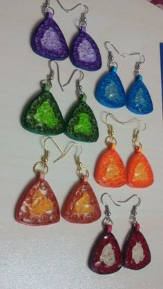 learn how to make these beehive quilled earrings in this simple to follow video tutorial.....  https://www.youtube.com/watch?v=5pAWf0iF3yc
