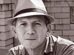 Por: Antonio Acevedo Linares   El poeta santandereano Hernán Vargascarreño  nació en Zapatoca en 1960. Licenciado en Idiomas de la Uni...