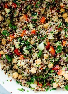 This quinoa salad recipe is the best! Everyone loves this healthy quinoa salad made with quinoa, chickpeas, red bell pepper, cucumber, parsley and lemon. Gourmet Recipes, Vegetarian Recipes, Cooking Recipes, Healthy Recipes, Cheap Recipes, Vegetarian Dinners, Fast Recipes, Easy Cooking, Healthy Cooking