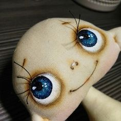 Love this doll's head shape and it's eyes!