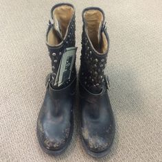 ⚡️FINAL PRICE⚡️NWT Frye Boots Brand new Frye boots! With Frye tag. Comes without box. They are a charcoal black. Bundle and save or offers welcome! Frye Shoes