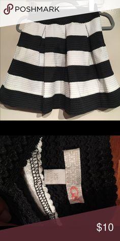 Skater skirt Worn once Gianni Bini Skirts Mini