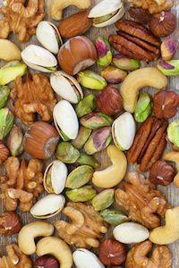 Is het slim om noten, zaden en havervlokken een nachtje te weken en zo ja, waarom dan? Lees hier waarom dat inderdaad een energieke gewoonte is.