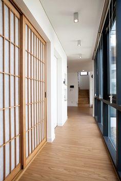 【광교 단독주택】 담과 가벽으로 개방감 확보와 사생활 보호한 집 Glamping, Floor Plans, Doors, Flooring, Interior Design, Inspiration, Architecture, Furniture, Home Decor