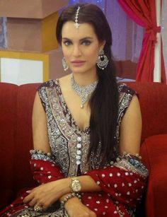 pakistani-model-nadia-hussain