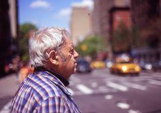 Saul Leiter Saul Leiter  IT - Saul Leiter (3 dicembre 1923 - 26 novembre 2013) è stato un fotografo americano e pittore i cui primi lavori negli anni 1940 e 1950 diederoun importante contributo…