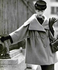 Vintage Coats Simone D'Aillencourt in camel-hair coat featuring large collar and sleeves by Lanvin-Castillo, gloves and handbag by Hermès, Paris 1958 Photo by Philippe POttier - Photo by Philippe POttier Lanvin, Balenciaga, Vintage Coat, Mode Vintage, 1950s Fashion, Vintage Fashion, Trendy Fashion, Korean Fashion, Fashion Tips