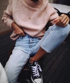 "614 Likes, 4 Comments - @city_fashion_blogger on Instagram: ""Via @chicnchic_factory @andicsinger . . . #jeans #allstar #converse #details #accessories…"""