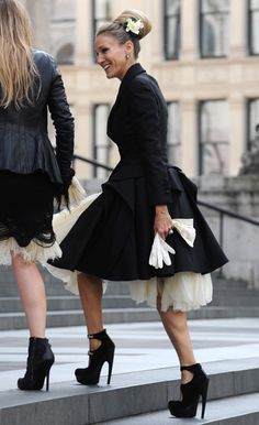 Sarah Jessica Parker. Wow at the dress, shoes and coat. #loledeux