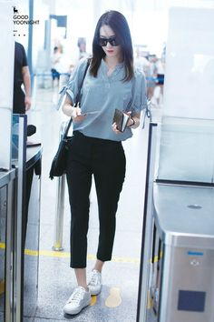 Love girl's generation, Jessica fashion sense ❤️ and kpop fashion in general. Snsd Airport Fashion, Snsd Fashion, Korean Fashion, Girl Fashion, Fashion Outfits, Kpop Outfits, Korean Outfits, Outfits Pantalon Negro, Classy Outfits