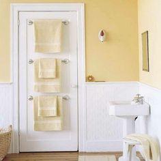 i like the light yellow/cream/brown wall