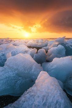Icelandic sunriseby Beboy Photographies