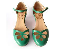 Women's Green Leather Flats Handmade Shoes from Argentina by Quiero June on the Handmade Childhoods blog by Fleur + Dot HandmadeChildhoods.com