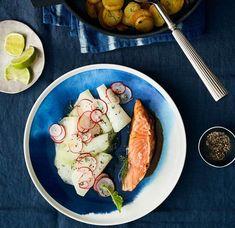 Rezept: Lachs mit Kohlrabi-Gemüse und Bratkartoffeln Fish And Seafood, Fresh Rolls, Pork, Chicken, Meat, Ethnic Recipes, Perfect Roast Potatoes, Crispy Roast Potatoes, Fish Dishes