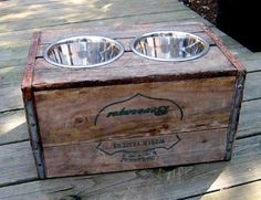 Tanner hopefully, will help me make this: DIY vintage crate elevated dog feeder. Uses For Wooden Crates, Wooden Wine Crates, Vintage Wood Crates, Old Crates, Wooden Boxes, Diy Projects Vintage, Diy Vintage, Vintage Dog, Upcycling Projects