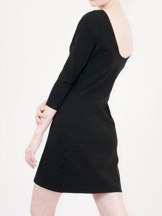 a47344c60ad Robe noire en coton bio de qualité doux extensible. Moulante au décolleté  arrondi