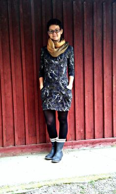 A swallow-print dress suitable for fall! A tutorial (in finnish) for hidden side pockets. Sewing Tutorials, Sewing Ideas, Handicraft, Diy Clothes, My Girl, Lady, Max 2015, Swallow, Tops