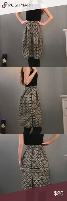 Joe B Patterned Skirt Size extra small, Joe B skirt. Pretty pattern, worn once for a presentation and has been in my closet ever since. Excellent condition! Joe B Skirts Midi