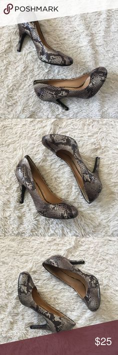 "JESSICA SIMPSON Snakeskin Pumps JS Jessica Simpson Snakeskin rounded toe pumps. EUC. Heel Height: 4"". ✨OFFERS WELCOME✨ Jessica Simpson Shoes Heels"