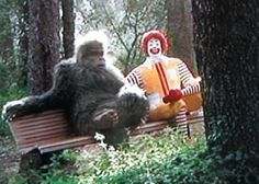 i don't care if he's chillin with ronald, that is SCARY.